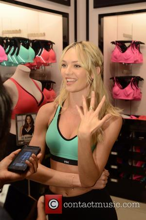 Candice Swanepoel - Victoria's Secret Angel Candice Swanepoel launches the World's Best Sports Bra at the Galleria Mall - Houston,...