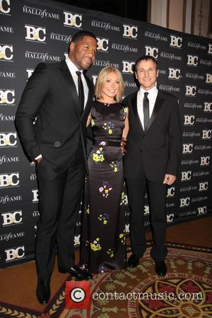 Michael Strahan, Kelly Ripa and Michael Gelman - Kelly Ripa and her posse...Micheal Strahan and Micheal Gelman join Alec Trebek...