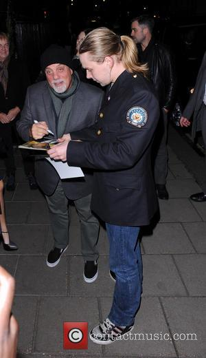 Billy Joel - Billy Joel arriving at Claridge's hotel in signing autographs for fans. - London, United Kingdom - Tuesday...