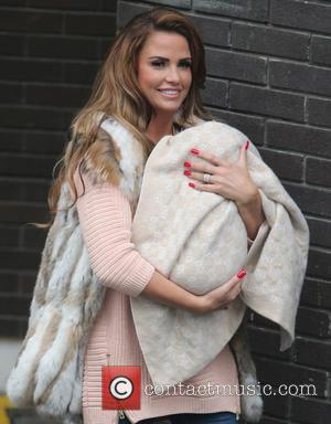 """Worst Pain In The World,"" Katie Price Discusses Divorce On Twitter"