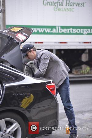 Ed Norton - Ed Norton packing his car - Manhattan, New York, United States - Thursday 7th November 2013
