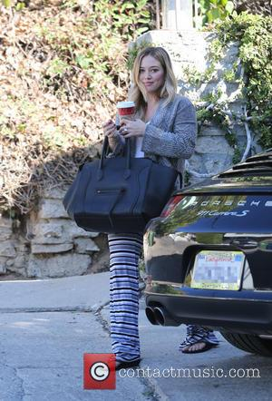 Hilary Duff - Hilary Duff visits a private residence in West Hollywood - Los Angeles, California, United States - Friday...