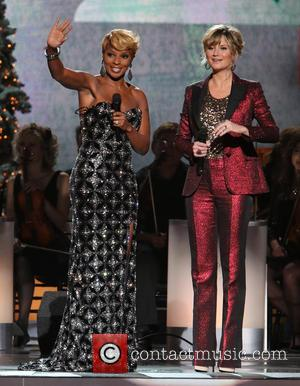 Mary J. Blige and Jennifer Nettles - 2013 CMA Country Christmas hosted by Jennifer Nettles at The Bridgestone Arena -...