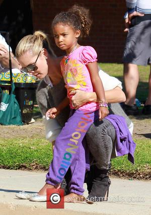 Heidi Klum and Lou Sulola Samuel - Heidi Klum takes her daughter to a park in Brentwood with her friends...