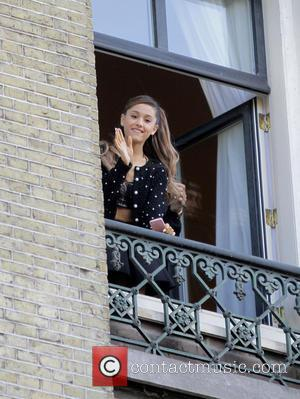 Amsterdam Hotel Management Stops Ariana Grande From Bonding With A Mob Of Fans For Security Reasons