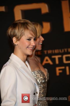 Jennifer Lawrence (l) and Elizabeth Banks