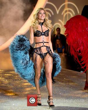 Doutzen Kroes - Victoria Secret Fashion Show 2013  Show - New York, New York, United States - Wednesday 13th...