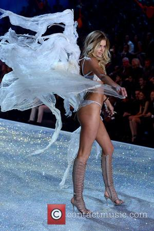 Doutzen Kroes - 2013 Victoria's Secret Fashion Show at the Lexington Armory - Runway Show - Manhattan, New York, United...