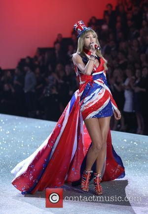 Taylor Swift Brings Spice To British Themed Victoria's Secret Show