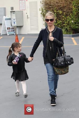 Sarah Michelle Gellar and Charlotte Prinze - Sarah Michelle Gellar shops with her daughter Charlotte in West Hollywood - Los...