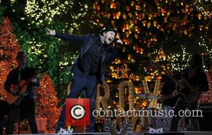 Gavin DeGraw - 11th Annual Christmas Tree Lighting Spectacular at The Grove Ceremony - Los Angeles, California, United States -...