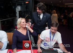 Laurence Llewelyn-Bowen and Jackie Bowen - Celebrities supporting the DEC Philippines Typhoon Appeal during a telethon at BT Tower. -...