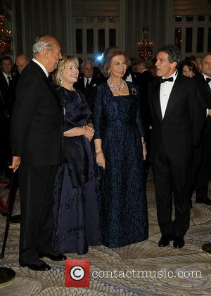 Oscar De La Renta, Hillary Clinton, Queen Sofia and Antonia Banderas - Queen Sofia Spanish Institute 2013 Gold Medal Gala...