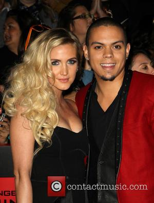Ashlee Simpson Engaged To Actor Boyfriend Evan Ross, Son Of Diana Ross