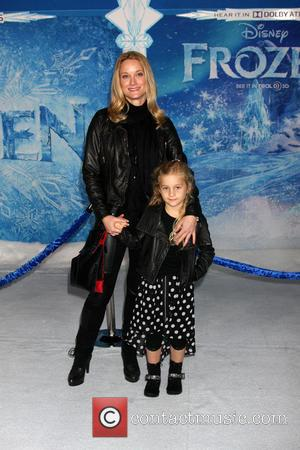 Teri Polo - Frozen World Premiere at El Capitan Theater, attended by scores of celebrities and their families - Los...