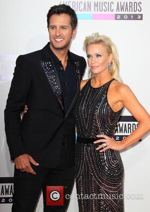 Luke Bryan and wife Caroline Bryan - 2013 American Music Awards held at Nokia Theatre - Arrivals - Los Angeles,...