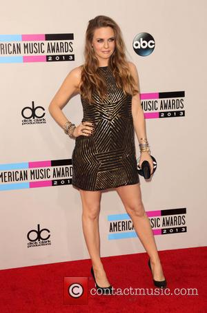 Alicia Silverstone - 2013 American Music Awards at Nokia Theatre L.A. Live  - Arrivals - Los Angeles, California, United...