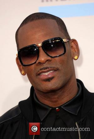 "R Kelly Planning Christmas Album With ""A Lot Of Lovemaking"" For 2014"