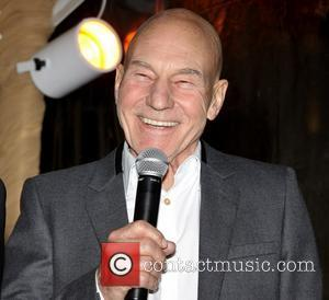 Patrick Stewart And Ian Mckellen Help Cover Stage Mistakes