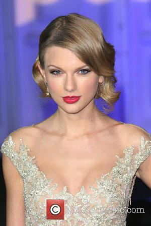 Taylor Sift Joins The Royal Family And Sings At Kensington Palace'S Winter White Gala