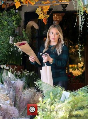 Hilary Duff - Hilary Duff seen buying some flowers - Los Angeles, California, United States - Thursday 28th November 2013