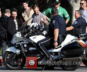 Jason Sudeikis and Charlie Day - Jason Sudeikis fooling around on the filmset of Horrible Bosses 2 with police officers...
