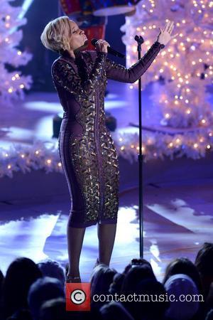 Mary J. Blige - 81st annual Rockefeller Center Christmas Tree Lighting Ceremony - New York City, New York, United States...