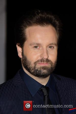 Alfie Boe Embarrasses Phone Offender During Concert