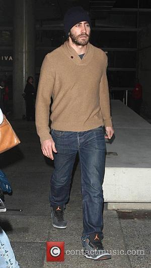 Jake Gyllenhaal - Jake Gyllenhaal, sporting a full beard, arrives at Los Angeles International Airport - Los Angeles, California, United...