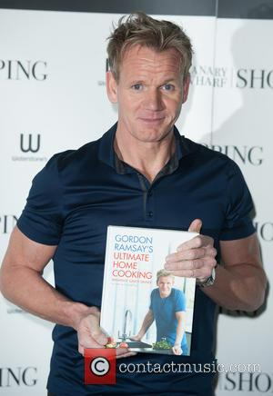 Gordon Ramsay - Gordon Ramsay signs his new book 'Ultimate Home Cooking' at Waterstones Canary Wharf. - London, United Kingdom...