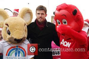Michael Carrick - Manchester United football player Michael Carrick kicks off the 7th annual Manchester United Foundation Santa Run -...