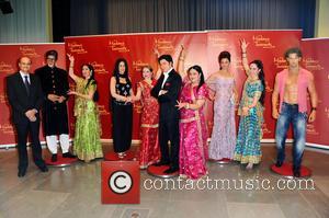Amitabh Bachchan, Kareena Kapoor, S.E. Vijay Gokhale, Shah Rukh Khan, Aishwarya Rai, Hrithik Roshan and Rang De by Zaraa Vi...