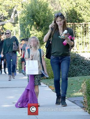 Jennifer Garner and Violet Affleck - Jennifer Garner picks up her daughter Violet from school - Brentwood, California, United States...