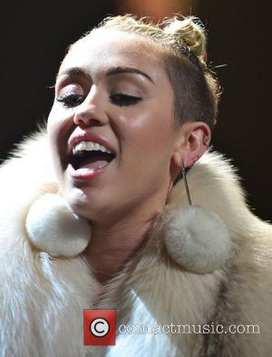 Miley Cyrus - Y100''s Jingle Ball 2013