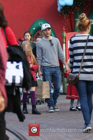 Breckin Meyer - Breckin Meyer and children Christmas shopping at The Grove - Los Angeles, California, United States - Monday...