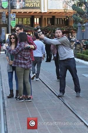 Johnny Knoxville - Johnny Knoxville with hurt arm enjoys The Grove but has fun with the fans - Los Angeles,...