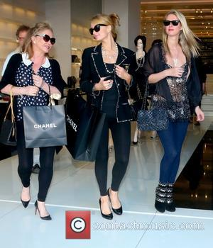 Kathy Hilton, Paris Hilton and Nicky Hilton - Paris and Nicky Hilton and their mother Kathy do some last minute...