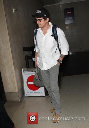 John Mayer - John Mayer seen arriving at LAX - Los Angeles, California, United States - Thursday 9th January 2014