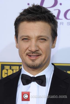 Jeremy Renner Married Sonni Pacheco In Secret!