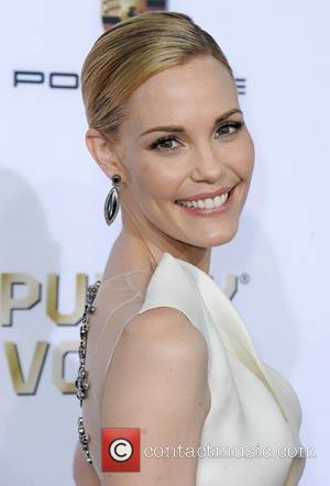 Leslie Bibb Nursing Broken Toe