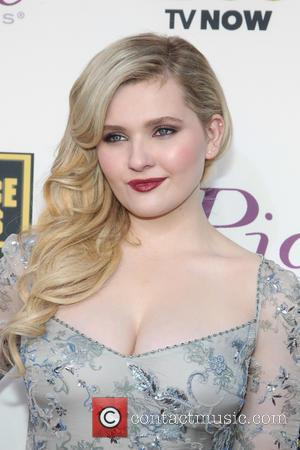 Abigail Breslin - The 19th Annual Critics' Choice Awards at The Barker Hangar - Santa Monica, California, United States -...