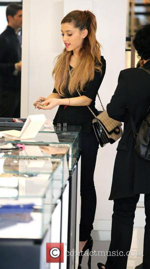 Ariana Grande - Ariana Grande shopping at Chanel Boutique on Robertson Boulevard with her mother Joan. While inside, Grande looks...