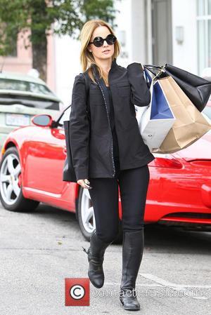 Mena Suvari - Mena Suvari out shopping in Beverly Hills - Los Angeles, California, United States - Wednesday 22nd January...