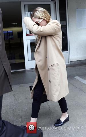Ashley Olsen - Ashley Olsen keeps her face hidden as she arrives at Los Angeles International Airport - Los Angeles,...
