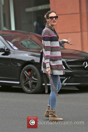 Rhea Durham - Rhea Durham crosses Bedford in Beverly Hills - Los Angeles, California, United States - Saturday 25th January...