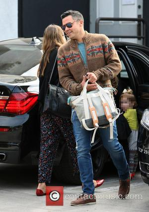 Cash Warren - Jessica Alba and Cash Warren out for lunch with their children in West Hollywood - Los Angeles,...