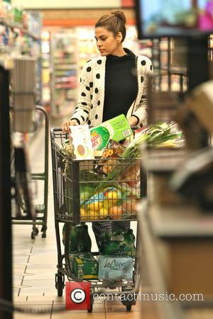 Eva Mendes - Eva Mendes shops for groceries at Gelson's supermarket - Los Angeles, California, United States - Sunday 26th...