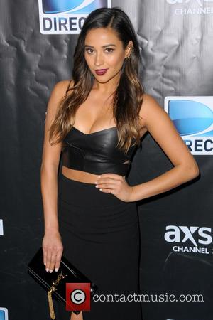Shay Mitchell - DirecTV Super Saturday Night - Red Carpet Arrivals - Manhattan, New York, United States - Saturday 1st...