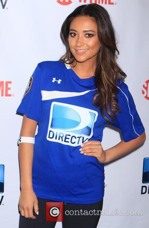 Shay Mitchell - DirecTV's 8th Annual Celebrity Beach Bowl held at Pier 40 - Arrivals - New York City, New...