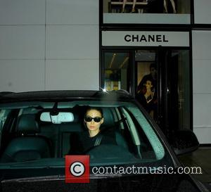 Rooney Mara - Rooney Mara driving off after shopping at Chanel on Rodeo Drive in Beverly Hills - Los Angeles,...